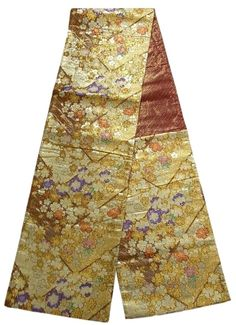 This is a charming Fukuro obi with 'sakura'(cherry blossom) on 'Higaki'(cypress fence) pattern, which is woven
