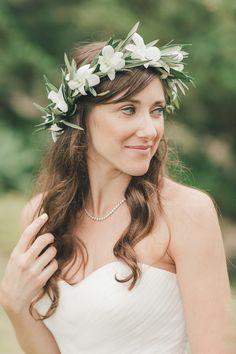 Chic Wedding Hairstyles With Bangs Hawaiian Flower Crown, Flower Crown Wedding, Bridal Flowers, Flower Crowns, Best Wedding Hairstyles, Bride Hairstyles, Hairstyles With Bangs, Chic Wedding, Wedding Styles