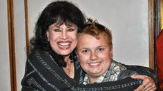 500 fans welcome Lana Wood to Park Ridge.