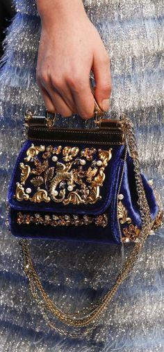Luxury & Vintage Madrid, la meilleure sélection en ligne de vêtements de luxe, accessoires, pré-aimé avec jusqu'à 70% de réductio