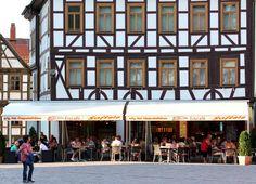 www.lokalfinder-thueringen.de/lokal/bella-vita Das Eiscafé Bella Vita befindet sich direkt im Zentrum der wunderschönen Schmalkaldener Altstadt. Bei schönem Wetter finden bis zu 40 Gäste auf unserer Terrasse direkt am herrlichen Altmarkt ein sonniges oder schattiges Plätzchen.