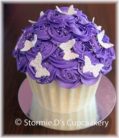 Purple cupcake with white butterflies. It is a giant cupcake that I want. Cupcake Smash Cakes, Pull Apart Cupcake Cake, Large Cupcake, Giant Cake, Giant Cupcakes, Fun Cupcakes, Chocolate Giant Cupcake, Chocolate Chip Cookies, Creative Birthday Cakes