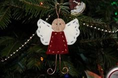 Sometimes the simplest materials make the most beloved Christmas crafts. This cute Felt and Wire Angel is proof that getting back to basics can be a good thing.