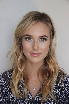 Love this look & the hair. Always thought the blonde / hazel eye combo was such a gorgeous, harmonious combo. Just goes to show you don't have to have blue eyes to look like a natural blonde
