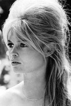 Penteado com topete - Brigitte Bardot