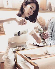 nanako ohkouchiさんはInstagramを利用しています:「先日の @gas_bijoux_japan でのワークショップ。 楽しかったな〜 笑わないように 笑ってオイルをこぼさない様に 真剣。 ワークショップで皆さんから パワー頂きました♡ このピアス お気に入り♡ #ワークショップ #gasbijoux…」