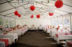 Déco de salle en rouge et blanc