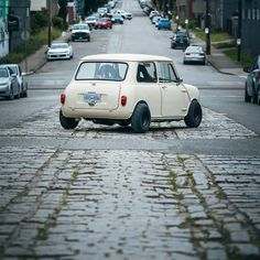 Black Mini Cooper, Mini Cooper Custom, Mini Cooper One, Mini Cooper Classic, Cooper Car, John Cooper, Mini Coopers, Classic Mini, Classic Cars