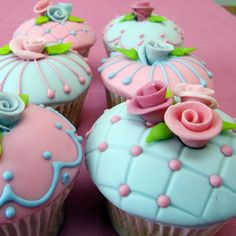 Google Image Result for http://data.whicdn.com/images/10896573/vintage-cupcakes_large.jpg
