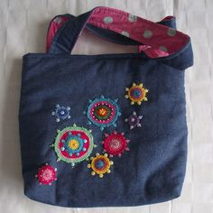 Farmertáska Your cover – which comes with a smaller detail best as well as cover Quilt Making, Bag Making, Hand Embroidery, Embroidery Designs, Sewing Crafts, Sewing Projects, Bag Pattern Free, Patchwork Bags, Denim Bag