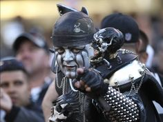 I met him while we were tailgating! We took a pic & some of his makeup rubbed off on me. It was kinda gross. Oakland Raiders Images, Oakland Raiders Football, Pittsburgh Steelers, Dallas Cowboys, Nfl Sports, Sports Teams, Raiders Players, Raider Game, Raiders Stuff