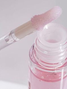 Pink lips 395964992241787545 - The glossiest clear lip gloss. Glides on with a doe-foot applicator for crystal clear shine, no grit, no glitter. Source by lboulenouar Clear Lip Gloss, Pink Lip Gloss, Makeup Tips, Beauty Makeup, Makeup 2016, Eye Makeup, Gloss Labial, Glossier Lip Gloss, Glossier Girl