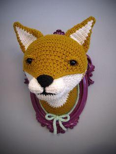 Crochet fox head in a purple frame. door ManafkaMina op Etsy https://www.etsy.com/nl/listing/171613927/crochet-fox-head-in-a-purple-frame