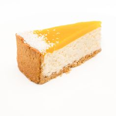 Křehký sušenkový korpus se špaldovou moukou s osvěžujícím kokosovým krémem z Philadelphie v kombinaci s kyselkavým mango pyré na povrchu, dozdoben strouhaným kokosem.