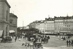 Paris 1900, l'agitation de la place de Rennes (aujourd'hui la place du 18-Juin-1940), devant l'ancienne gare de Montparnasse.