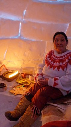 Still photo from the documentary Inuit Knowledge and Climate Change by Dr.Ian Mauro and Zacharias Kunuk (Inuit) by (photo) IsumaTV Cultures Du Monde, World Cultures, We Are The World, People Around The World, Alaska, Art Inuit, Inuit People, Eskimo, Guache