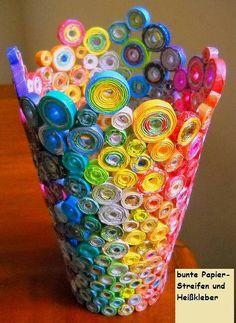 Papierstreifenvase
