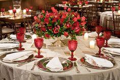 Mais uma decoração um pouco caprichada, super romântica devido as rosas vermelhas