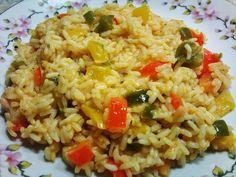 Υλικά:   2 φλ. τσαγιού ρύζι για ριζότο ή άλλο της αρεσκείας σας  1 μεγάλο κρεμμύδι ψιλοκομμένο  2 σκελίδες σκόρδο ψιλοκομμένο  1 πιπεριά...
