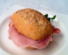 Una forma de agregar sabor y fibra al pan sin gluten es añadirle semillas de lino. Ese pan sin gluten con semillas lleva lino dentro, sésamo encima.
