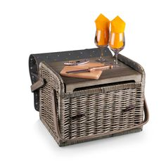 The Kabrio -Anthology is like no other wine basket you will find. Made of willow with a soft insulated cover, it features an integrated wooden table top, perfect for resting wine glasses or food items.