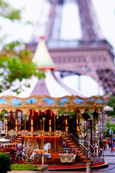 Carousel in Paris | La Beℓℓe ℳystère