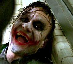 """""""Agora, veja o lado irônico.. Eu estou sempre sorrindo!"""""""