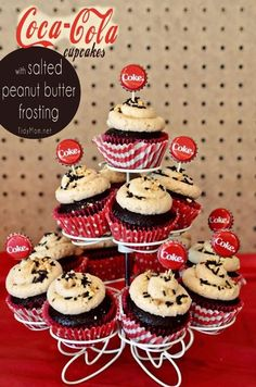 Just like the southern tradition of putting peanuts in a coke, I& made Coca Cola cupcakes with salted peanut butter frosting for that nostalgic flavor combination. Cupcake Recipes, Cupcake Cakes, Dessert Recipes, Cup Cakes, Köstliche Desserts, Delicious Desserts, Coca Cola Cupcakes, Coca Cola Cake, Coca Cola Party