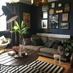 Living room, dark walls, Stiffkey blue, Farrow & Ball