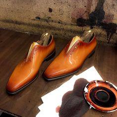Altan Bottier Artisans Bottiers à Paris French Shoes, Monk Strap Shoes, Hand Painted Shoes, Patent Leather, Oxford Shoes, Dress Shoes, Lace Up, Luxury, Shoes Men