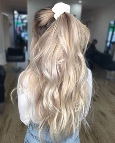 The 74 Hottest Blonde Hair Looks to Copy This Summer Messy Hairstyles, Pretty Hairstyles, Scrunchy Hairstyles, Hairdos, Straight Hairstyles, Blonde Hair Looks, White Blonde Hair, Platinum Blonde Hair, Gray Hair