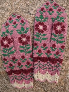 Seto (Estonian) Mittens in Siberian style with Flowers