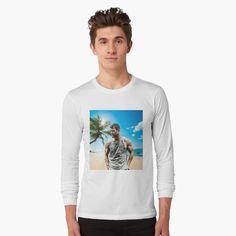 "Camiseta ""Chris Hemsworth"" da clecio | Redbubble Chris Hemsworth, Tshirt Colors, Wardrobe Staples, Female Models, Iphone Wallet, Iphone Cases, Heather Grey, Classic T Shirts, Graphic Sweatshirt"