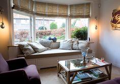 White Wall Decor, Bay Window, Window Seats, Wood Creations, White Walls, Bookshelves, Ramen, New Homes, Windows