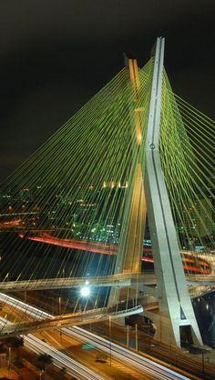 A ponte Octávio Frias de Oliveira Santos é uma ponte estaiada localizada na cidade de São Paulo , estado de São Paulo , Brasil
