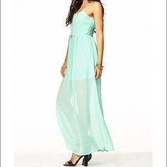Mint Maxi Sun Dress Adorable mint maxi dress. Size small, fits true to size. Worn only once. In almost perfect condition. Forever 21 Dresses