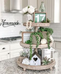 55 Crafty DIY Farmhouse Spring and Easter Decorations Ideas - ClothinLine Spring Home Decor, Diy Home Decor, Diy Rustic Decor, Farmhouse Kitchen Decor, Seasonal Decor, Holiday Decor, Summer Mantle Decor, Tray Styling, St Patrick's Day Decorations