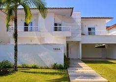 Uma casa de praia ampla, com ambientes bem integrados e com um astral descontraído, que reflete toda a energia do verão. Assim é esta residência, localizada dentro do Condomínio Jardim Acapulco, um loteamento fechado na cidade de Guarujá, litoral paulista.