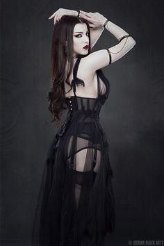 Model: Threnody In Velvet Photo: Iberian Black Arts Dress: Neon Duchess Arm pieces: Elegant Curiosities