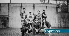 """O projeto """"Oupa"""" desloca-se até a alguns dos bairros mais estigmatizados do Porto, para descobrir e dar palco a jovens, unidos pela paixão do hip hop. Eles transformaram as memórias dos bairros onde vivem num espetáculo e este domingo levam-no ao Rivoli http://expresso.sapo.pt/cultura/2017-12-17-As-memorias-la-do-bairro---eles-colhem-rimas-nas-ruas-e-fazem-um-espetaculo"""