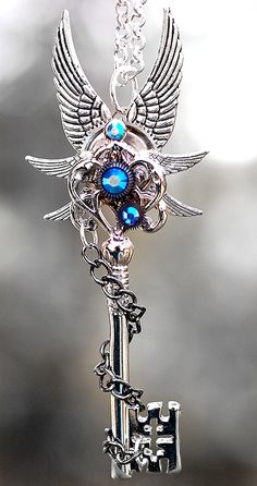 Pin by MaryBeth Hartman on Steampunk Jewelry in 2019 Key Jewelry, Fairy Jewelry, Fantasy Jewelry, Gothic Jewelry, Cute Jewelry, Jewelery, Jewelry Accessories, Cles Antiques, Cute Kawaii Girl