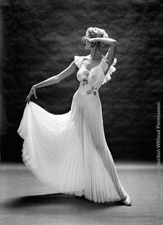 "dubhlina: Vanity Fair 1953 Photography by Mark. dubhlina: "" Vanity Fair 1953 Photography by Mark Shaw "" Carmen Dell'orefice, Vintage Photography, Fashion Photography, Fair Photography, Classic Photography, Stunning Photography, Glamour Photography, 1950s Fashion, Vintage Fashion"