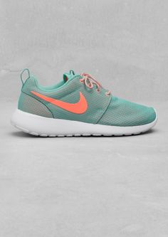 nike roshe run in turquoise.