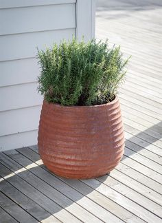 This Large Winstone Planter is fully weatherproof and has a striking ribbed design, finished in a rusted style