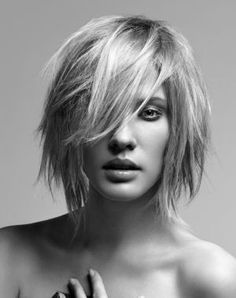 Messy hairstyles speak of an unaffected and independent personality of a person which does not regard what other people say. In this article, some 15 short messy hairstyles. Short Hair Styles Easy, Short Hair With Layers, Short Hair Cuts, Messy Bob Hairstyles, Straight Hairstyles, Bob Haircuts, Blonde Hairstyles, Layered Hairstyles, Celebrity Hairstyles