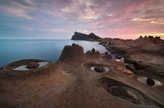 Yehliu Geopark in Taiwan [the first thing i see here is the face in the corner. Wonderful Places, Great Places, Beautiful Places, The Places Youll Go, Places To See, Travel Around The World, Around The Worlds, Taiwan Travel, Beautiful World