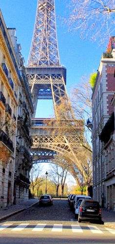 An itinerary of a Winter walk from the Eiffel Tower to the Louvre. #Paris #EiffelTower #VisitParis