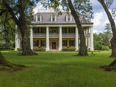 These 10 Southern Porches Are Perfect for Graceful Lounging Photos… [The Houmas House Plantation and Gardens, a Greek Revival mansion on the Mississippi River between New Orleans and Baton Rouge, Louisiana. Southern Plantation Homes, Southern Mansions, Southern Plantations, Southern Homes, Southern Living, Southern Charm, Southern Style, Southern Porches, Southern House Plans