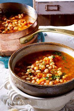 White bean stew with pistou - Bye, bye, tiredness! Pasta Recipes, Salad Recipes, Dinner Recipes, Chicken Recipes, Bean Stew, Evening Meals, White Beans, Fruits And Veggies, Tahini