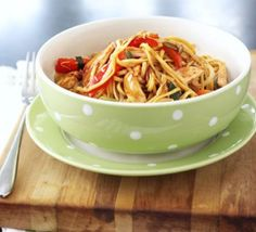 Photo: Chicken chow mein recipe Need ideas for cooking with kids? The Lebanese Recipes Kitchen invites you to try Chicken . Easy Healthy Breakfast, Healthy Snacks, Healthy Eating, Healthy Recipes, Healthy Soup, Apple Recipes, Meat Recipes, Cooker Recipes, Recipies